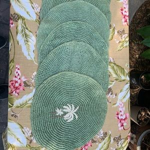 Green round palm tree placemats
